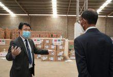 صورة وزارة الصحة تتسلم أجهزة تنفس مقدمة من جمهورية الصين الشعبية