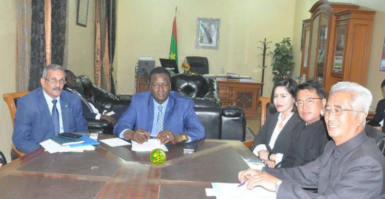 صورة وفد صيني يناقش في نواكشوط خططا للحد من التصحر
