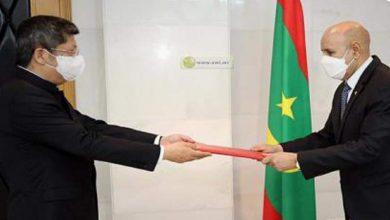 صورة سفير الصين الجديد يقدم أوراق اعتماده
